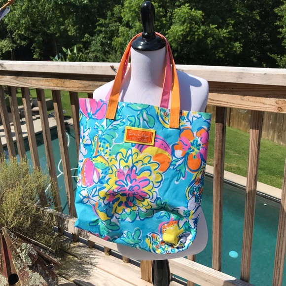 Lilly Pulitzer Handbags - LILLY PULITZER for Estee Lauder Tote Bag